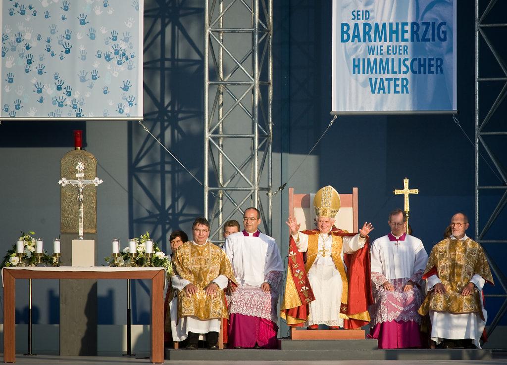 SMN-2011-09-23-PapstEzelsbach-0276.jpg