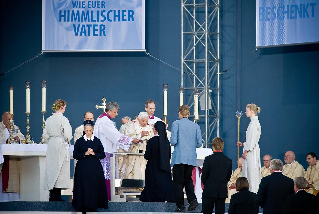 SMN-2011-09-24-PapstErfurt-1076.jpg